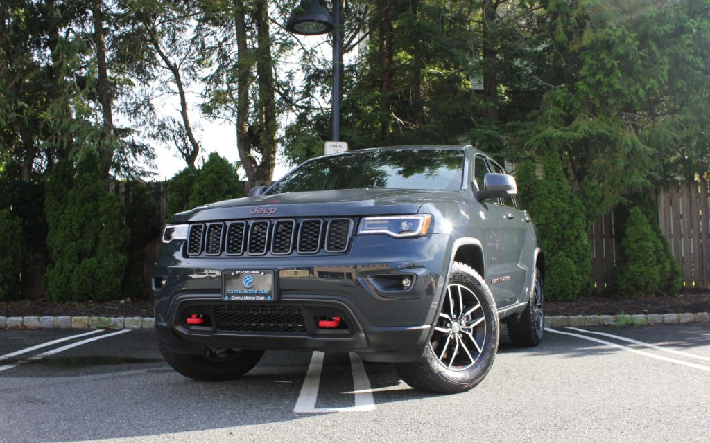 gray Jeep Trailhawk